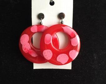 Mottled rose red hoops