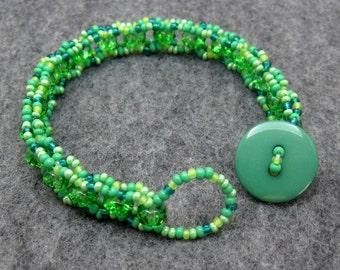 Beaded Bracelet - Green Simplicity by randomcreative on Etsy