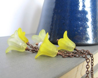 Flower Necklace, Yellow Flowers, Copper Necklace, Grey Pearls, Lucite Flowers, Trumpet Flower, Yellow Blossoms