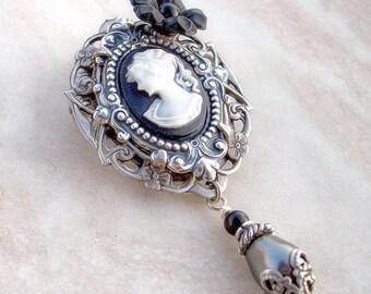 Black Cameo Brooch Pin Lolita brooch Gothic Jewelry for women victorian brooch Victorian Elegant Gothic Lolita Black Pearl Flower Romantic