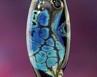 Vent solaire verre travaillé au chalumeau à la main Murano OOAK bouclier Aqua bleu noir éclats tourbillonné focale
