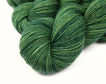 Hand Dyed Sock Yarn, Sock Weight Superwash Merino Wool Yarn, LAUREL, Indie Dyed  Knitting Yarn, Fingering Yarn, Spring Green Tonal