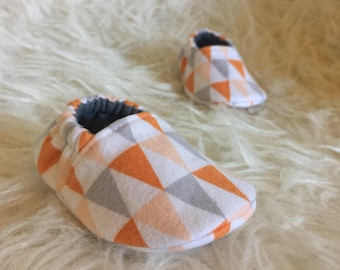 Baby Moccs: Flannel Pennant / Baby Shoes / Baby Moccasins / Childrens Indoor Shoes / Vegan Moccs / Soft Soled Shoes / Montessori Shoes