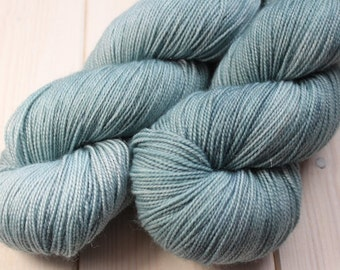 Skein hand dyed superwash Merino, Nylon and Stellina - Fingering - (5/20/75) - 100 g / 400 m - Azurin