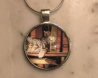 Cat On Bookshelf Necklace Keychain Pendant Author Book Present Words Silver