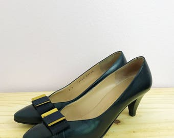 REDUCED 1980s Navy Blue Pumps | Bruno Magli | 80s Bow Pumps | Blue Retro Shoes Leather Pumps | Pointy Toe Low Heels Stiletto | Size 8 B