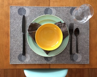 Wool Felt Stripe Circle Placemats : Heather Grey Ground - Navy/White Print