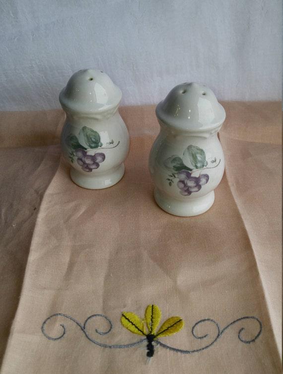 Pfaltzgraff Grapevine Pattern Salt and Pepper Shaker Set
