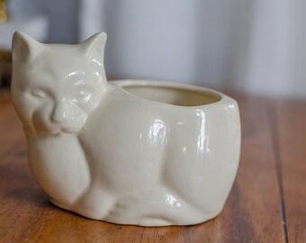 Kitty vase/planter - cream