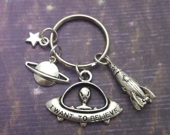 Space Keyring, Alien Keychain, Geek Gift, Space Geek, I Want To Believe, Spaceship, Sci-Fi Lover, UFO Keychain, Gift For Him, Nerd Gift