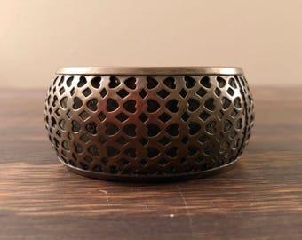VTG Bronze découpe bracelet Chunky Bracelet Boho Bohème rustique 70 s Vintage coeurs et diamants