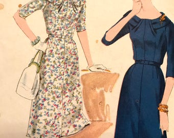Rare Vintage 1960's Dress Pattern With Interesting Collar Detail---Vogue Special Design 4031---Size 14  Bust 34