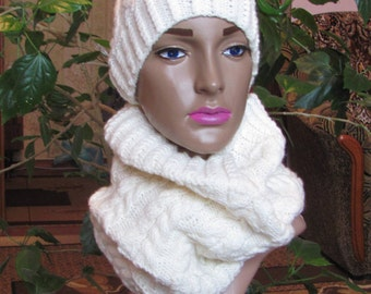 Knit  hot scart cowl and beanie for women. Shipping worldwide from Ukraine.
