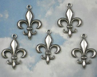 A fleur de lis silver steampunk