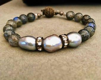 Labradorite and Freshwater Pearl Beaded Bracelet
