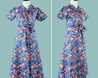 Early 1940s Novelty Print Bow Dress - 40s Cotton Day Dress In Vibrant Bow Print With Red Star Shaped Buttons - Matching Sash