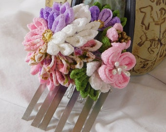 Tsumami Kanzashi Bouquet Kiku and Hana Hair Comb Pink Purple White Print with Leaves and Buds