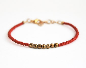 Dainty beaded bracelet, red bracelet, minimalistic bracelet, simple bracelet with faceted beads