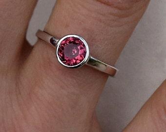 Engagement ring / Rhodolite garnet and Sterling silver ring/ Fiançailles / Bague en grenat Rhodolite et argent sterling 925 fait main 0,95ct