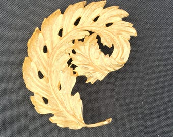 Vintage Gold Curved Leaf Brooch Pin