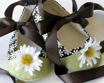 Baby Girls Shoes, Little Girls Shoe, Easter Toddler Ballet Flat, Daisy Print Ballet Slipper, Baby Bootie, Dance shoe, Baby Souls Baby Shoes