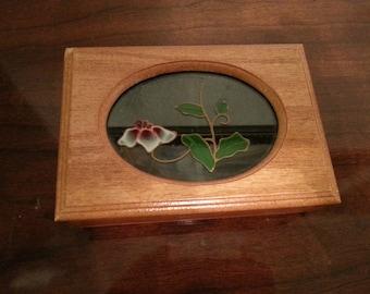 Wood jewelry box with decorative glass