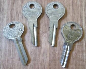 Lot de 4 Vintage fleuri petites clés immeubles (lot E)