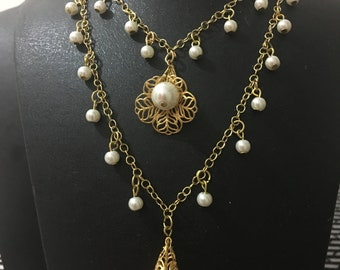 For mother's Day.Gold color and pearl bead necklace