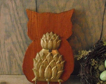 vintage wood OWL with Brass Pineapple hooks .. keys rack key hooks .. wall hanging