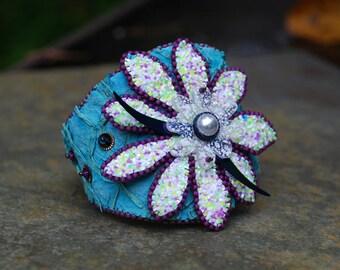 Broderie de perles fantaisie fleurs manchette