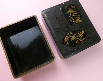 Vintage 1930s Japanese papier mache lacquered jewellery box/boudoir Handpainted Birds