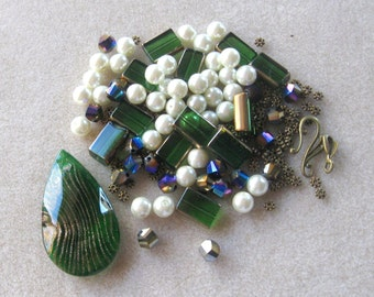 Green Glass Teardrop Pendant, Glass Pearls, Green Glass Beads, Craft Supplies, DIY Jewelry Kits, Jewelry Making Beads, Bead Combo, Christmas