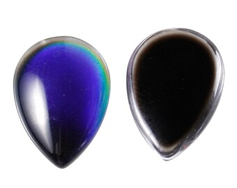 A drop 14 mm blue glass cabochon.