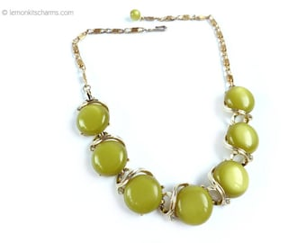 Vintage Lisner Green Moonglow Lucite Necklace, Jewelry 1950s Choker, Thermoset, Avocado, Plastic Goldtone