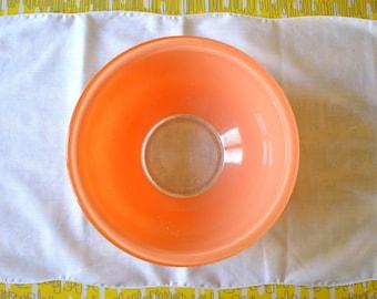 Pyrex Designs Autumn Rainbow clear bottom mixing bowl, #323 peach tan, 2 1/2 liter