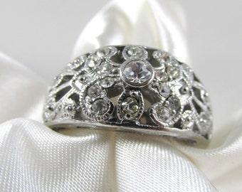 Vintage Rhinestone Floral Ring