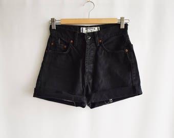 Short black Vintage worn