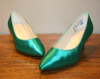 Size 8,EMERALD SATIN Heels,satin heels,satin pumps,satin wedding shoes,light green satin heels,emerald green satin heels,satin wedding pumps