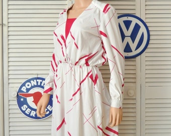 Vintage Womens 70s Abstract Design Dress White with bold Fuschia Stripes Lehigh Polyester Long sleeve Elastic waist Theater Costume Medium