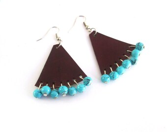 Leather earrings with turquoise beads