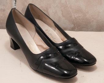 Vintage Naturalizer shoe size 8 black. 1960 pump, Madmen, wave detailing
