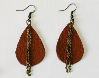 Brown leather teardrop earrings with double chain