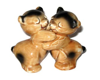 Vintage Van Tellingen Bear Hugging Salt Pepper Shakers Pottery Porcelain Figurine Figure Ceramic Brown Beige