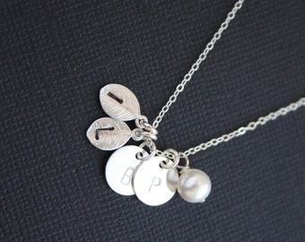 Customized Monograms Initial necklace - Disk and Leaf with Pearl in Silver - Statement necklace, Mom jewelry, Family initial ,Personalized