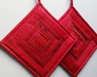 Quilted Pot Holders Quilted Potholders Quilted Hot Pads Red Fabric Potholders  Patchwork Potholders Gift for Mom Set of 2