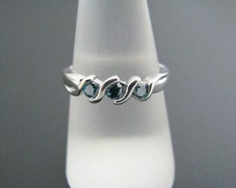 a358 Vintage Elegant 14k White Gold Ring Woven Band 3 Blue/Green Stones Size 8