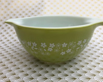 Green Pyrex nesting bowl