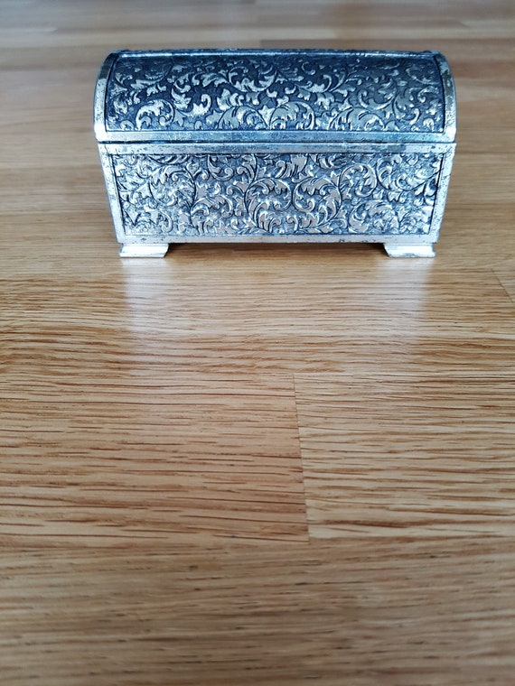 small metal box vintage jewelry box