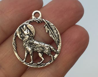 8 Wolf Charms Antique Silver - SC5004