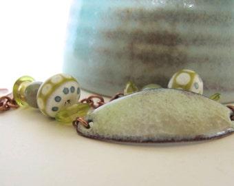 Pale Yellow Bracelet, Enamel Bracelet, Enameled Copper, Lampwork Glass, Copper Chain, Yellow Green, Glas Bracelet, Copper Bracelet